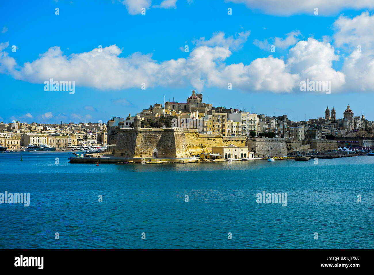 The fortified city of Senglea seen from the Grand Harbour of Valletta, Malta Stock Photo