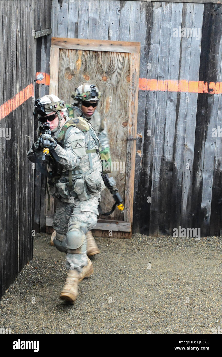 U.S. Army soldiers, assigned to Bravo Company, 1st Battalion, 4th Infantry Regiment, practice clearing a building - Stock Image