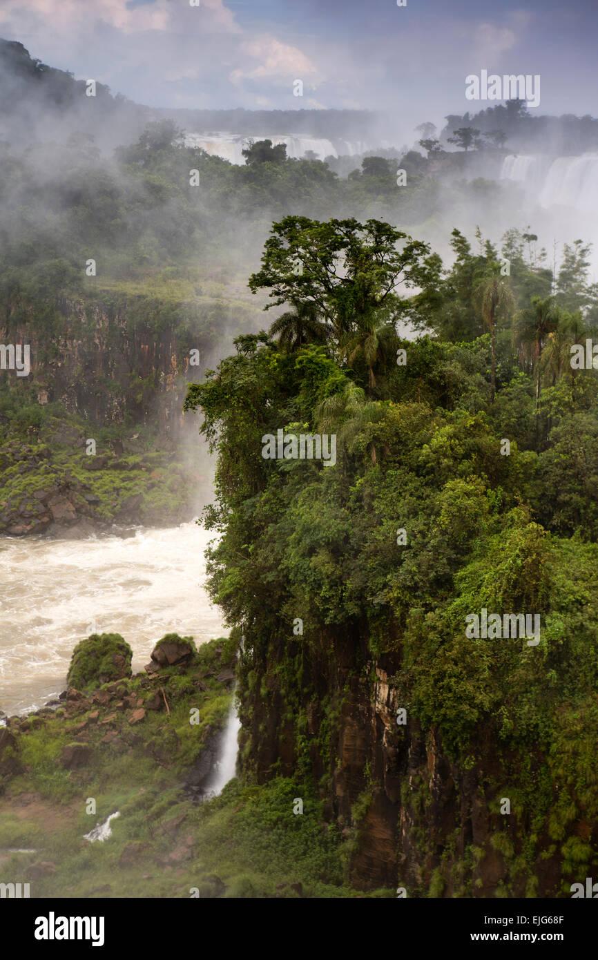 Argentina, Iguazu Falls, Isla San Martin framed by waterfalls - Stock Image