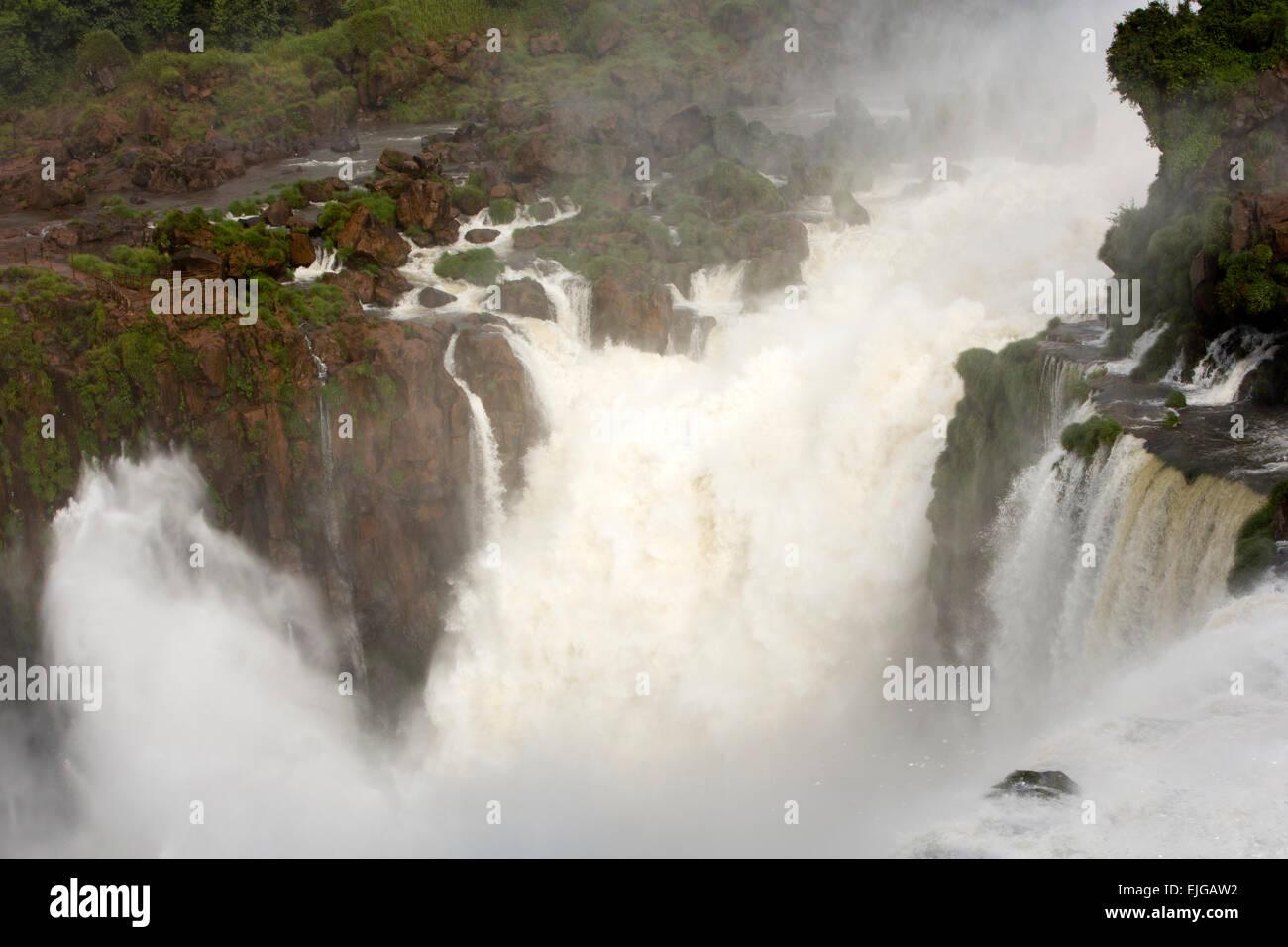 Argentina, Iguazu Falls, Isla San Martin Island and water flowing over waterfalls after heavy rain - Stock Image