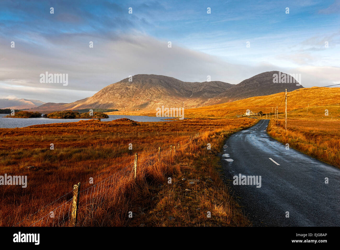 Lake Inagh, Connemara, County Galway, Republic of Ireland, Europe. - Stock Image