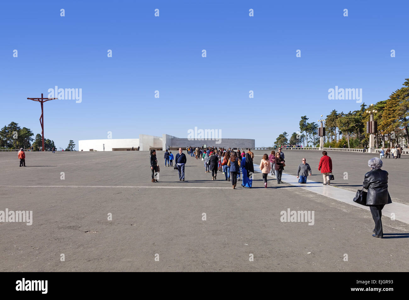 Sanctuary of Fatima, Portugal. The Minor Basilica of Holy Trinity and High Cross seen from the Penitential Path - Stock Image