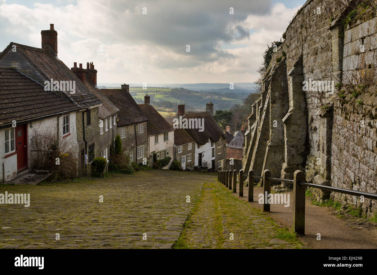 The famous Gold Hill in Shaftesbury - Stock Image