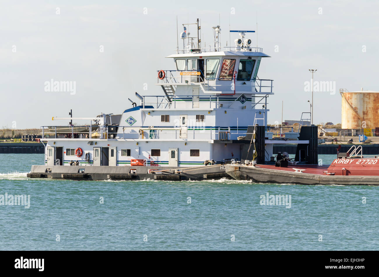 The Kirby tug Houma pushing Kirby barge 27720 in the Corpus Christi ship channel. - Stock Image
