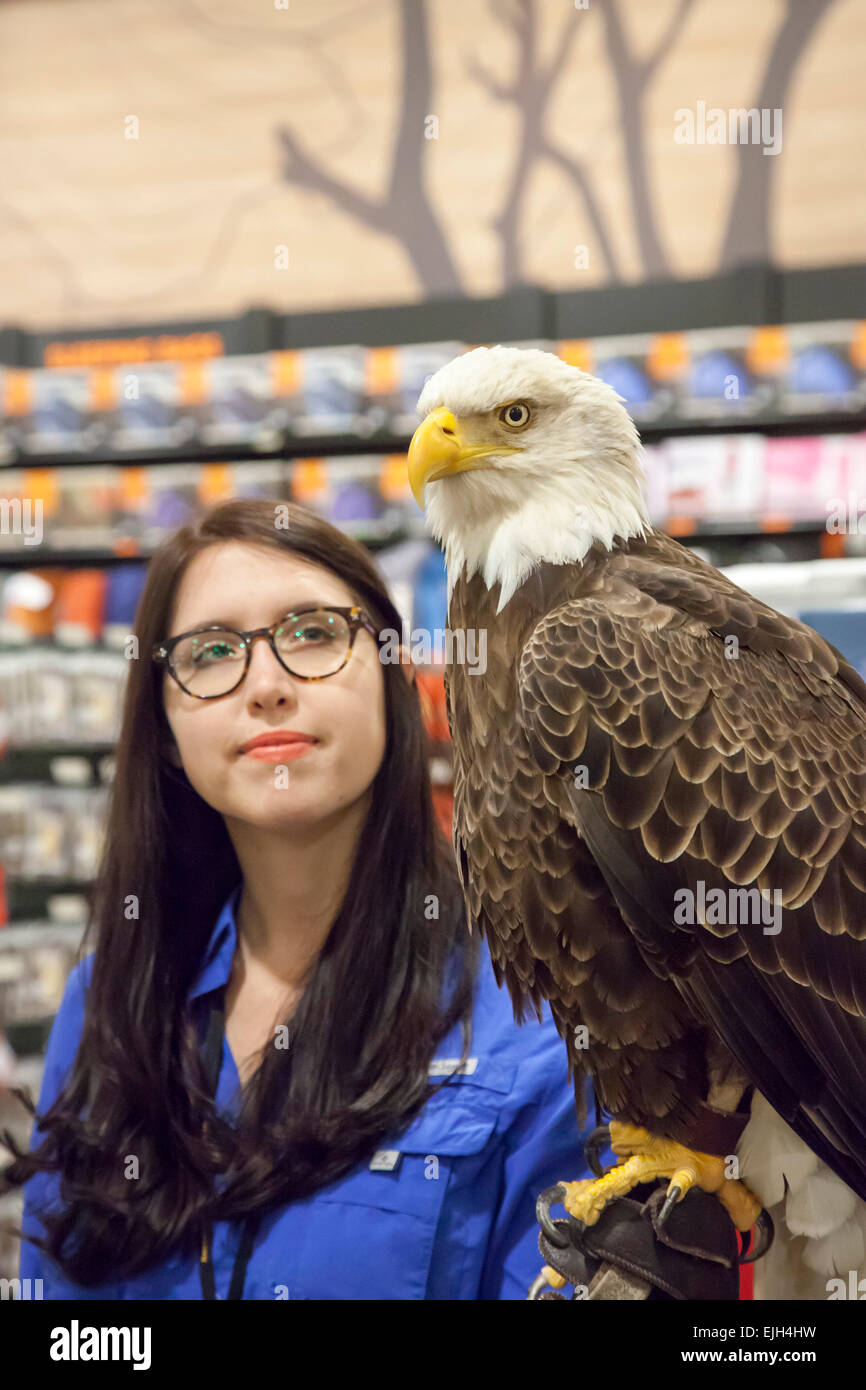 Troy, Michigan - A 25-year-old bald eagle named Challenger ...