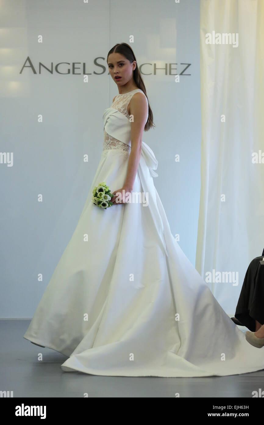 Angel Sanchez Dress Stock Photos & Angel Sanchez Dress Stock Images ...