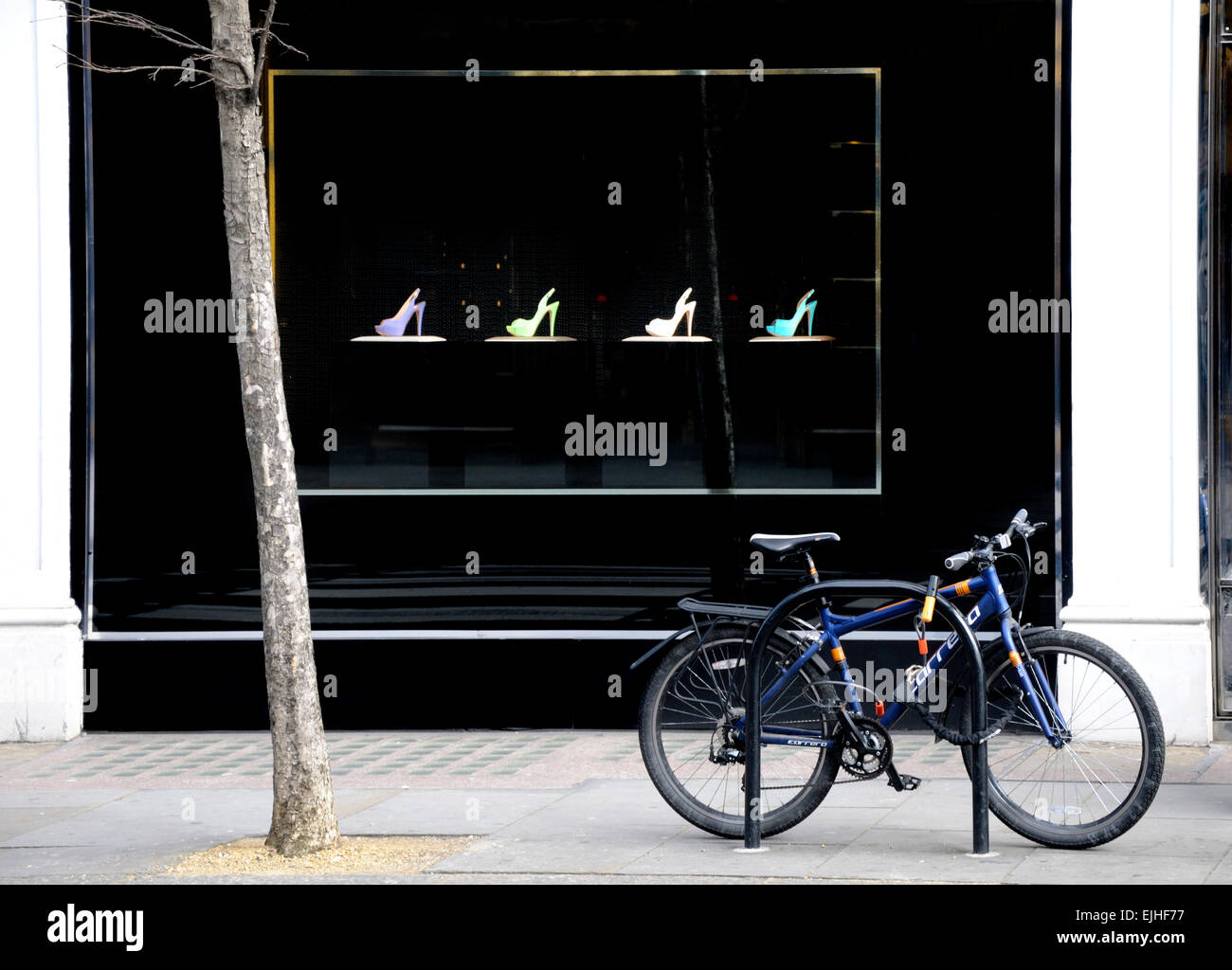 Bicycle Shop Window London Uk Stock Photos & Bicycle Shop Window ...