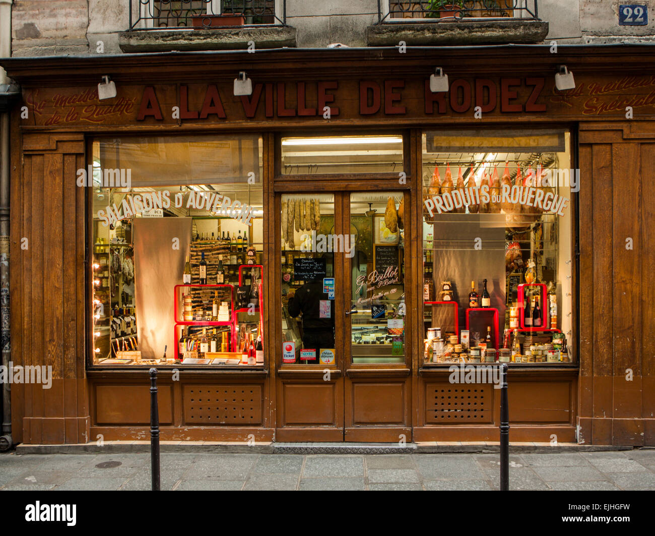 Shop front of specialist food and wine shop, Paris, France - Stock Image