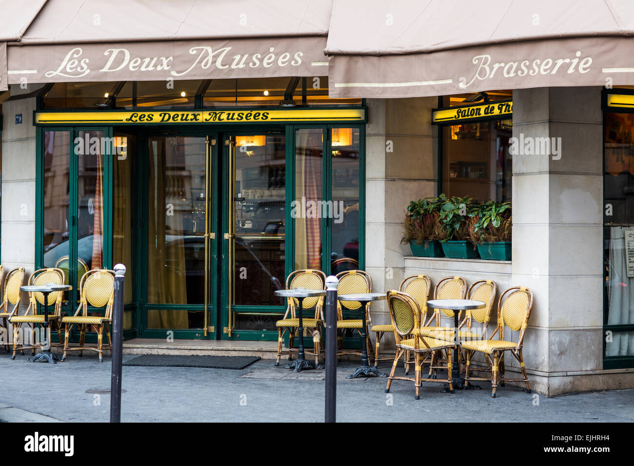 Les Deux Musees tea room and brasserie in Paris, France - Stock Image