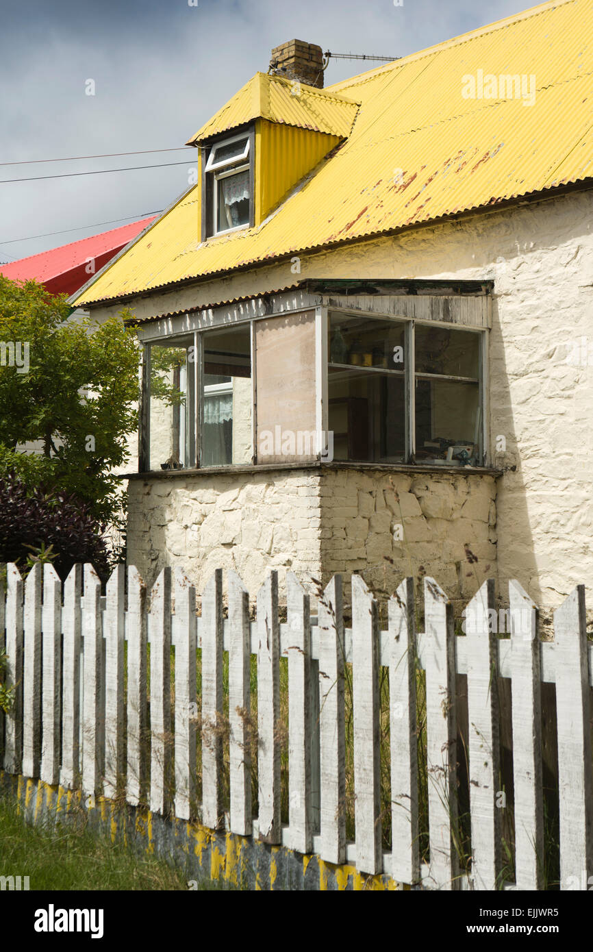 Falklands, Port Stanley, Drury Street, traditional house with yellow painted tin roof - Stock Image