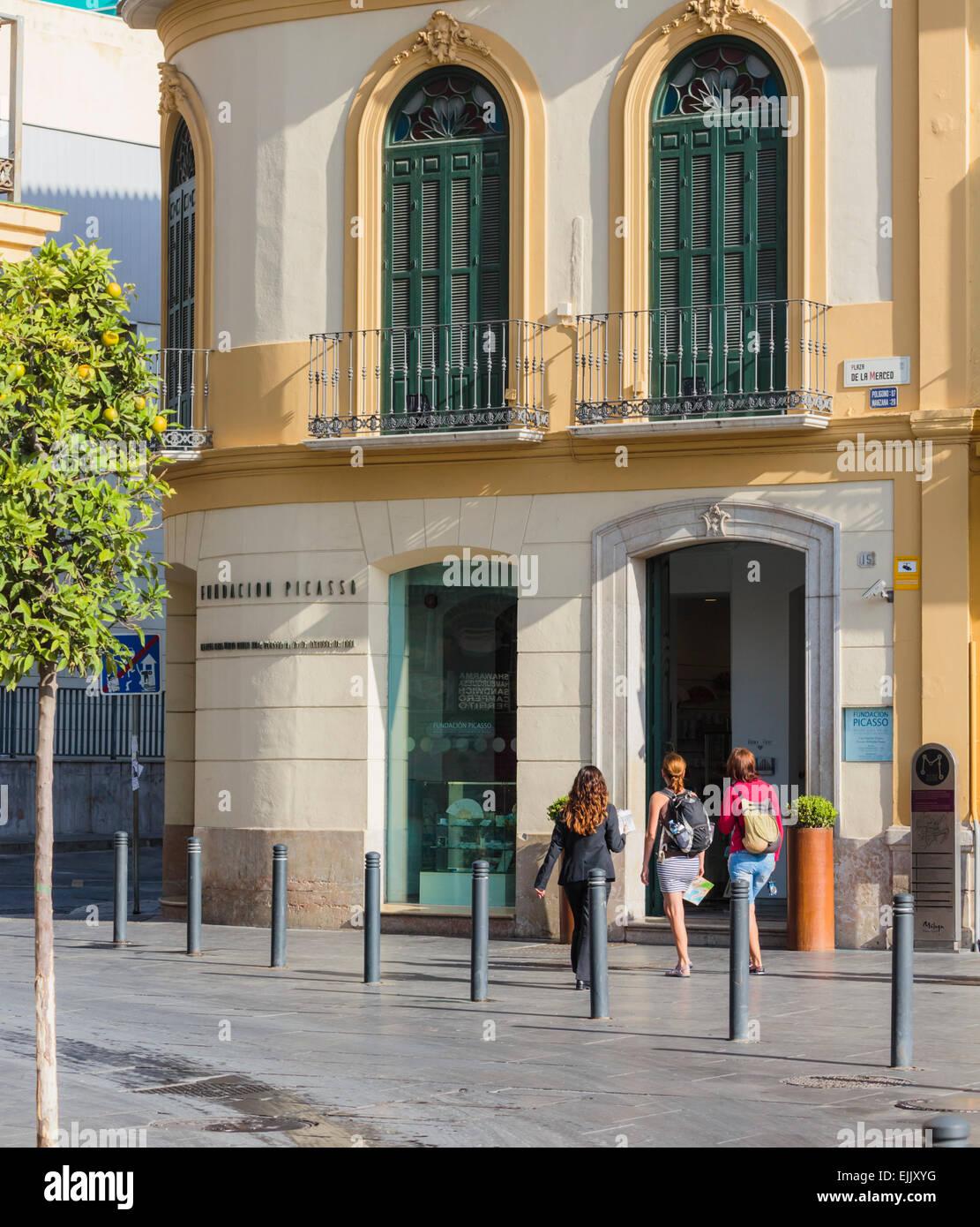 Malaga, Malaga Province, Costa del Sol, Andalusia, southern Spain. Picasso Foundation in Plaza de la Merced. Fundación - Stock Image