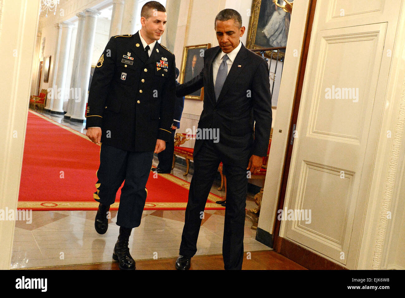 President Barack Obama and former U.S. Army Staff Sgt. Ryan M. Pitts enter the East Room of the White House for - Stock Image