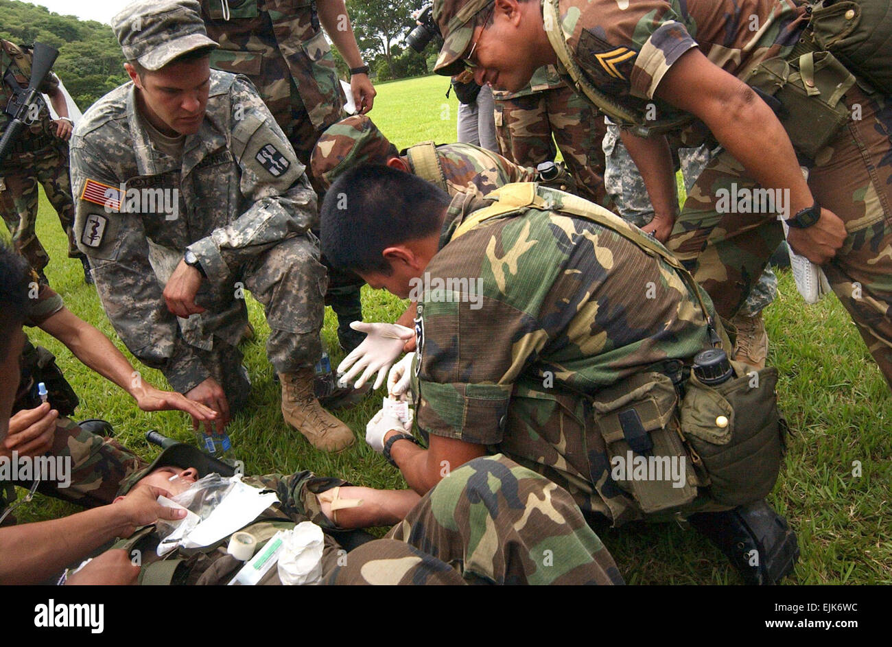 Army Specialist Jonathan Potter, who provided medical instruction during the week-long training with the El Salvadorian - Stock Image
