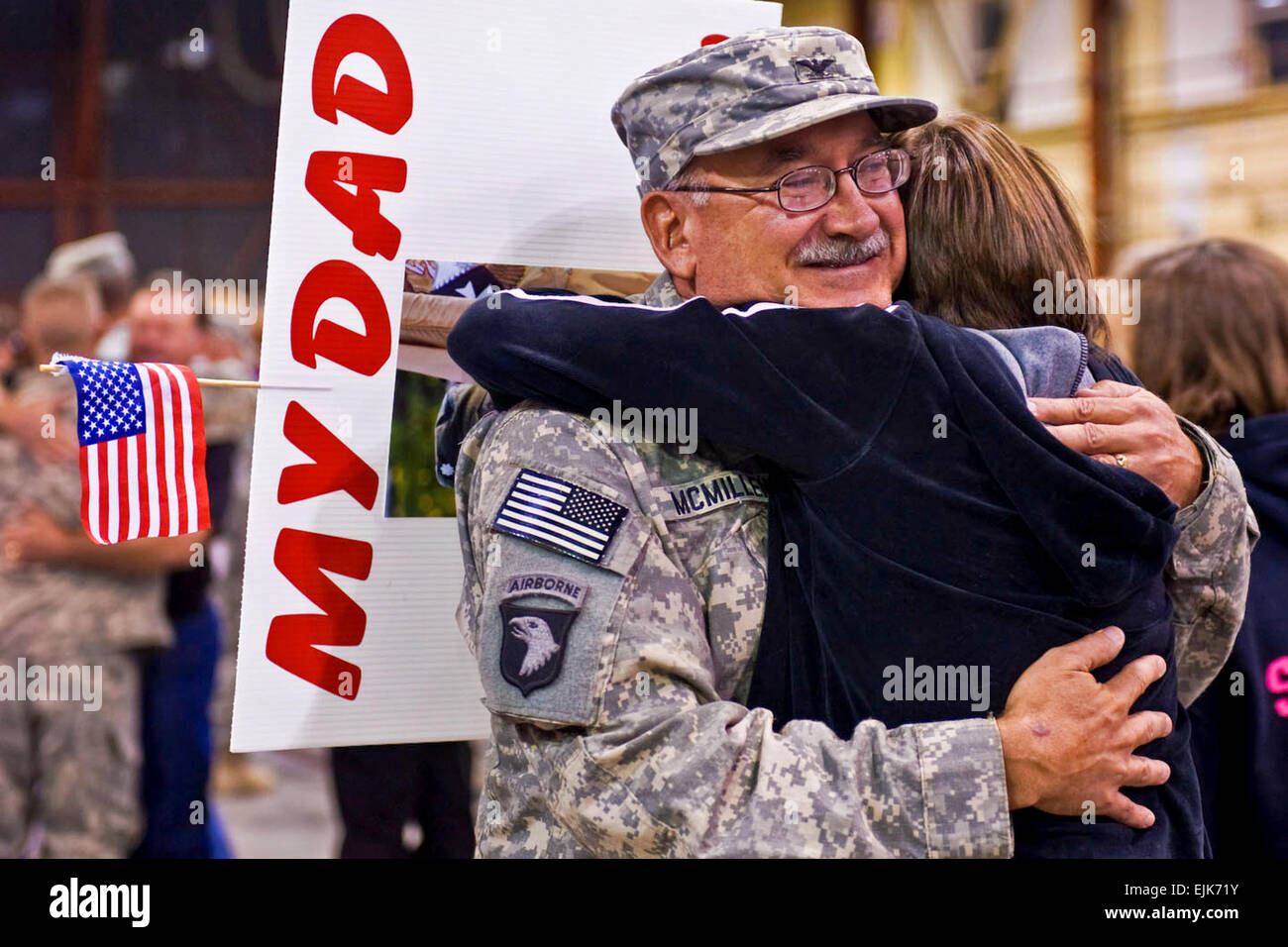 Indiana Army National Guard Col. Daniel McMillen, agricultural expert in 2-19th Agribusiness Development Team, hugs - Stock Image
