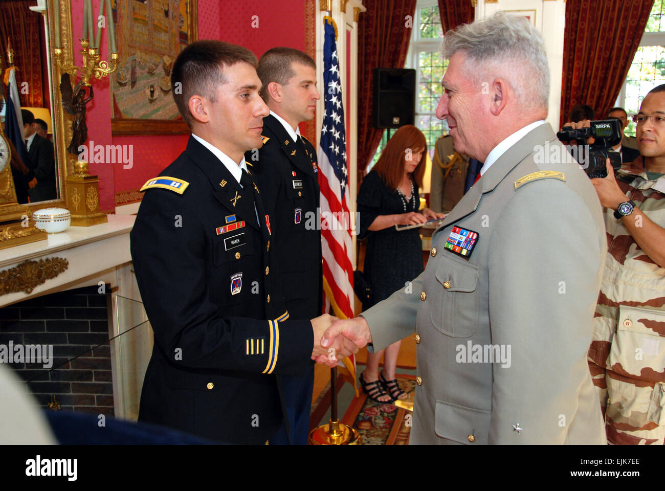 French Gen. Bertrand Ract-Madoux, Chief of Staff of the French Army, congratulates U.S. Army Capt. Benjamin H. March - Stock Image