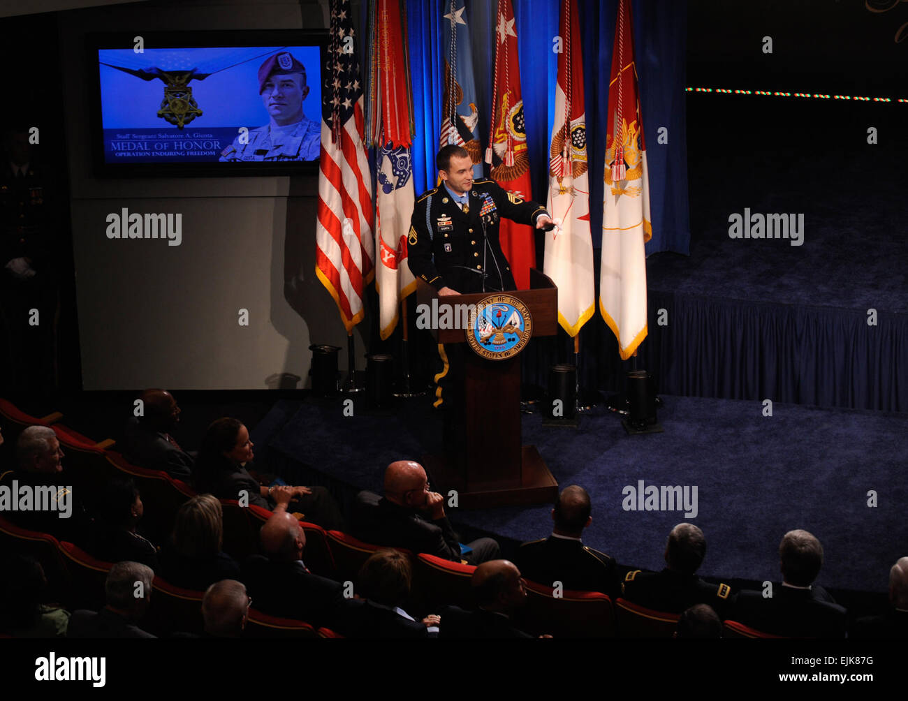 Medal of Honor recipient Staff Sergeant Salvatore A. Giunta addresses the audience after receiving the Medal of - Stock Image