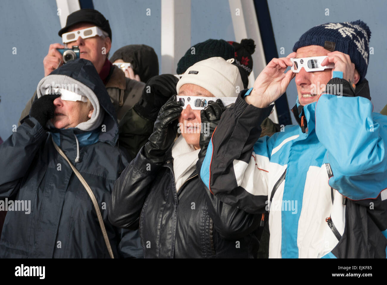 Solar Eclipse viewing with protective glasses - Stock Image