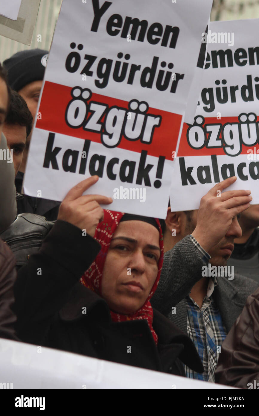 Ankara, Turkey. 29th Mar, 2015. March.29, 2015 - A women hold a banner that reads '' Yemen will remains - Stock Image