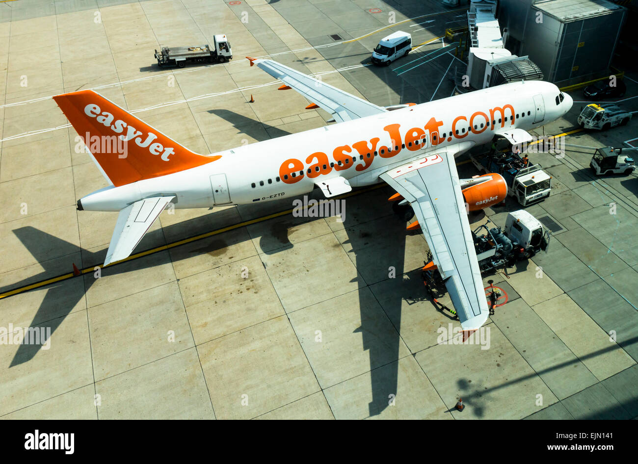 Easyjet aeroplane being serviced on the apron at Gatwick airport, north terminal, West Sussex, England. - Stock Image