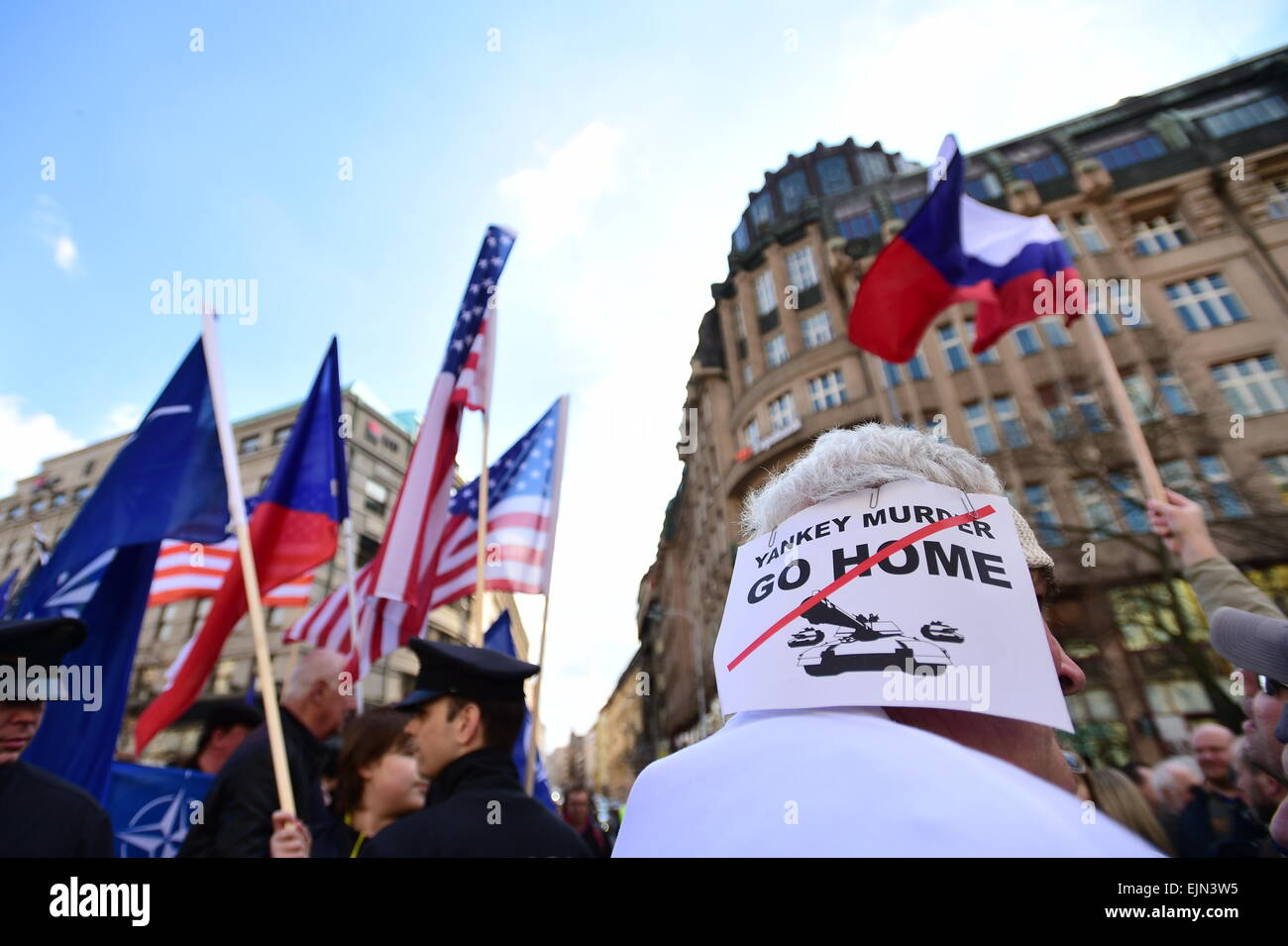 Several hundred people - opponents and supporters of the U.S. army convoy crossing Czech territory met to express - Stock Image
