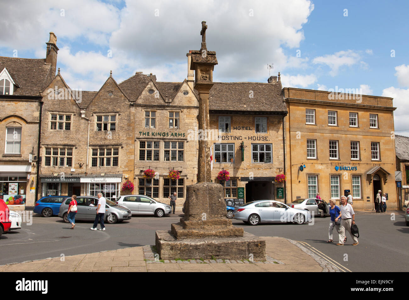 The Market Square & Cross, Stow-on-the-Wold, The Cotswolds, Gloucestershire, England, U.K. - Stock Image