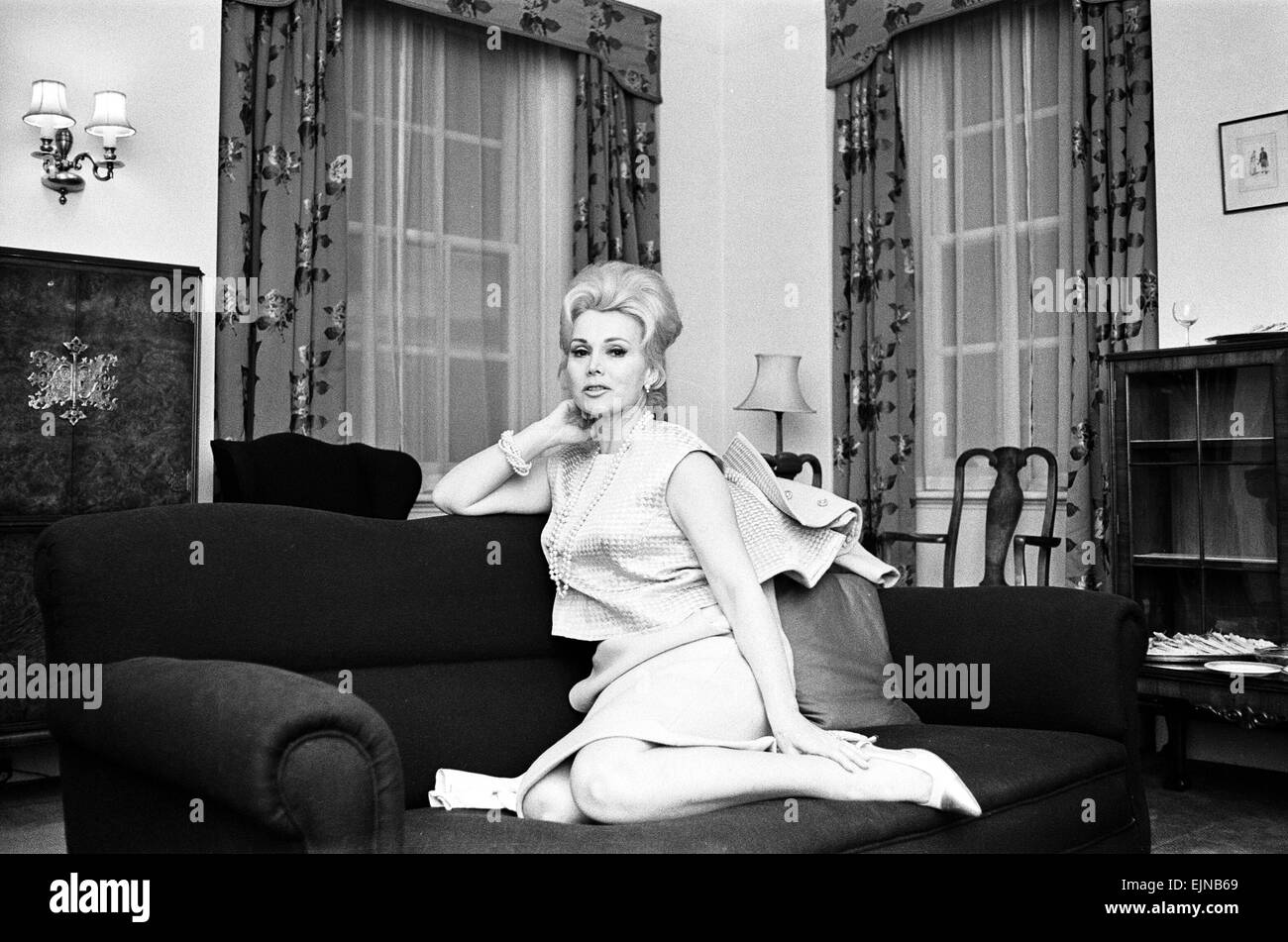 Actress Zsa Zsa Gabor pictured at a West London Hotel, Saturday 12th March 1966. Newlywed Zsa Zsa Gabor flew into - Stock Image