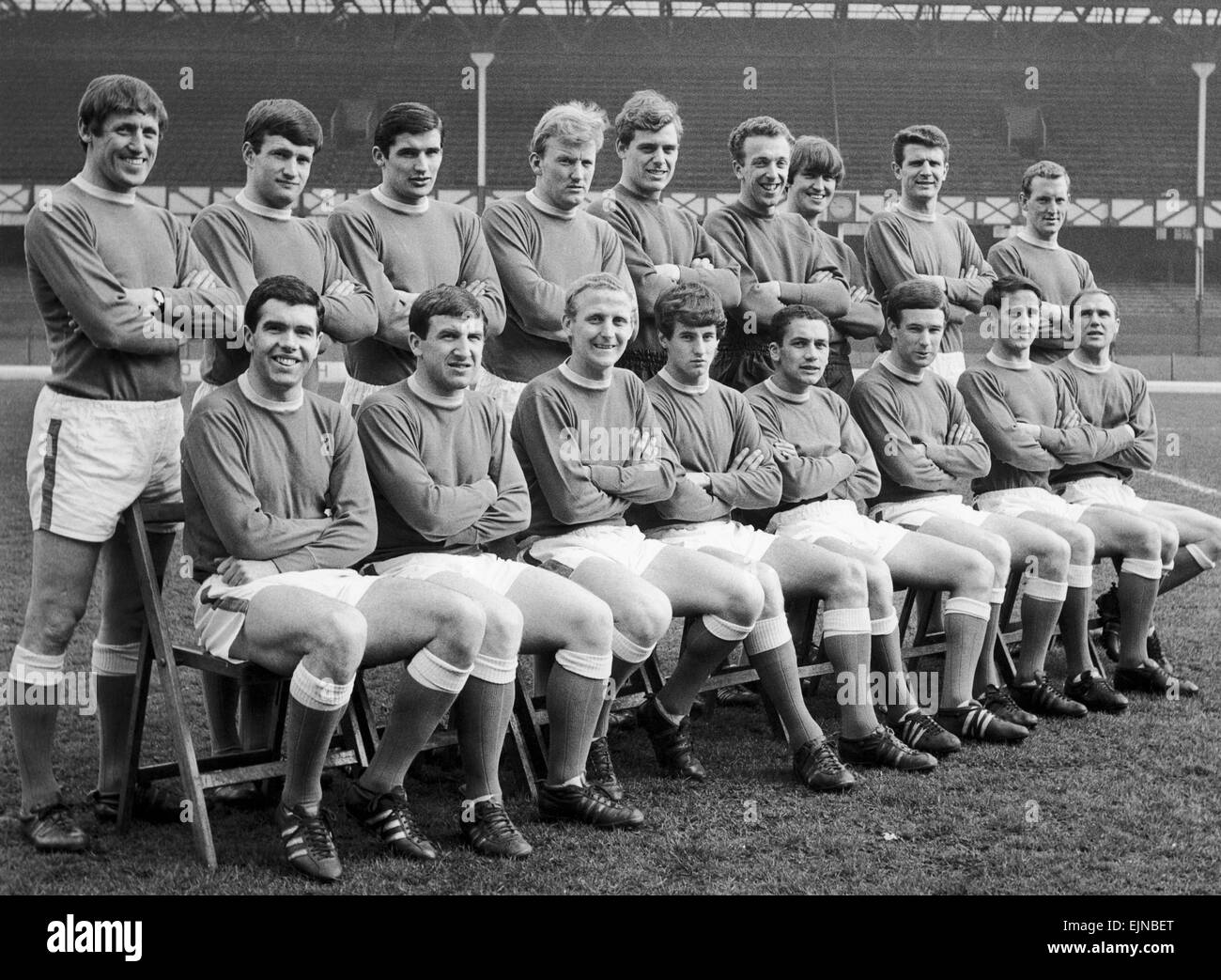 Everton squad pose for a group photograph at Goodison ahead of their FA Cup match against Manchester City. Back - Stock Image