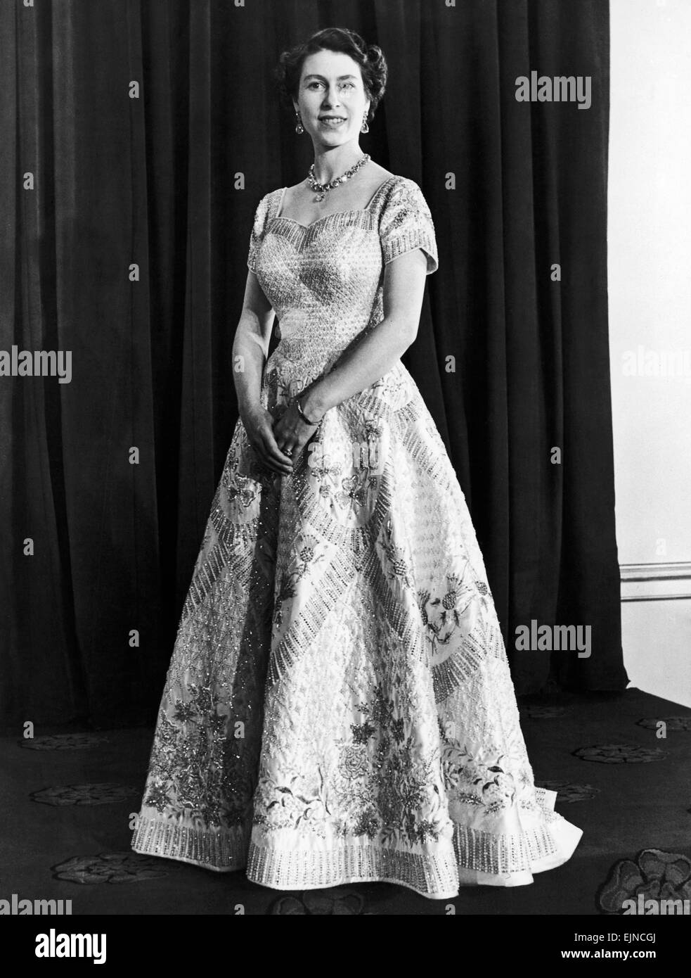 queen elizabeth ii coronation portrait high resolution stock photography and images alamy https www alamy com stock photo queen elizabeth official portrait for the coronation 1953 local caption 80376146 html