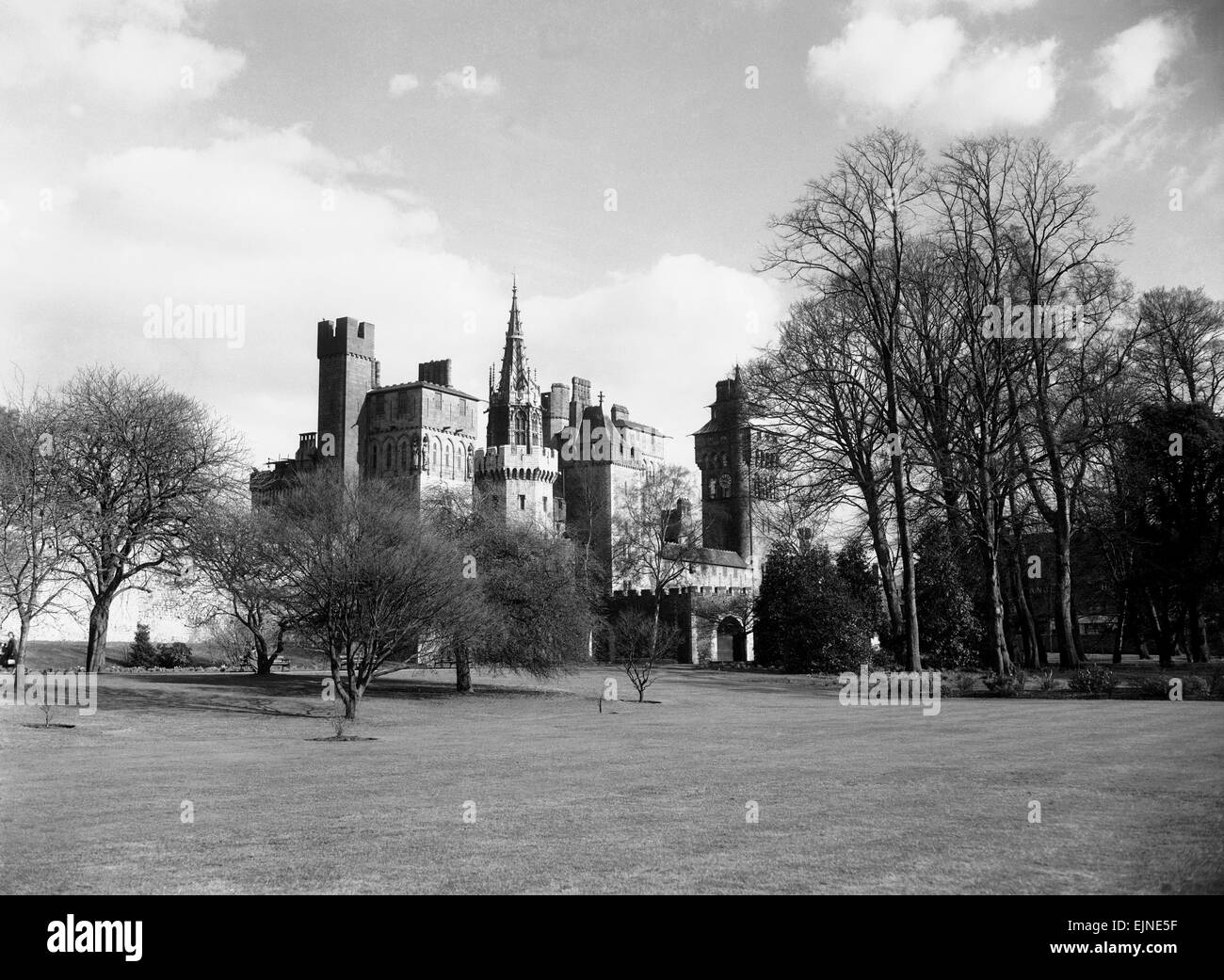 A view of Cardiff Castle, Wales, circa 1940 - Stock Image