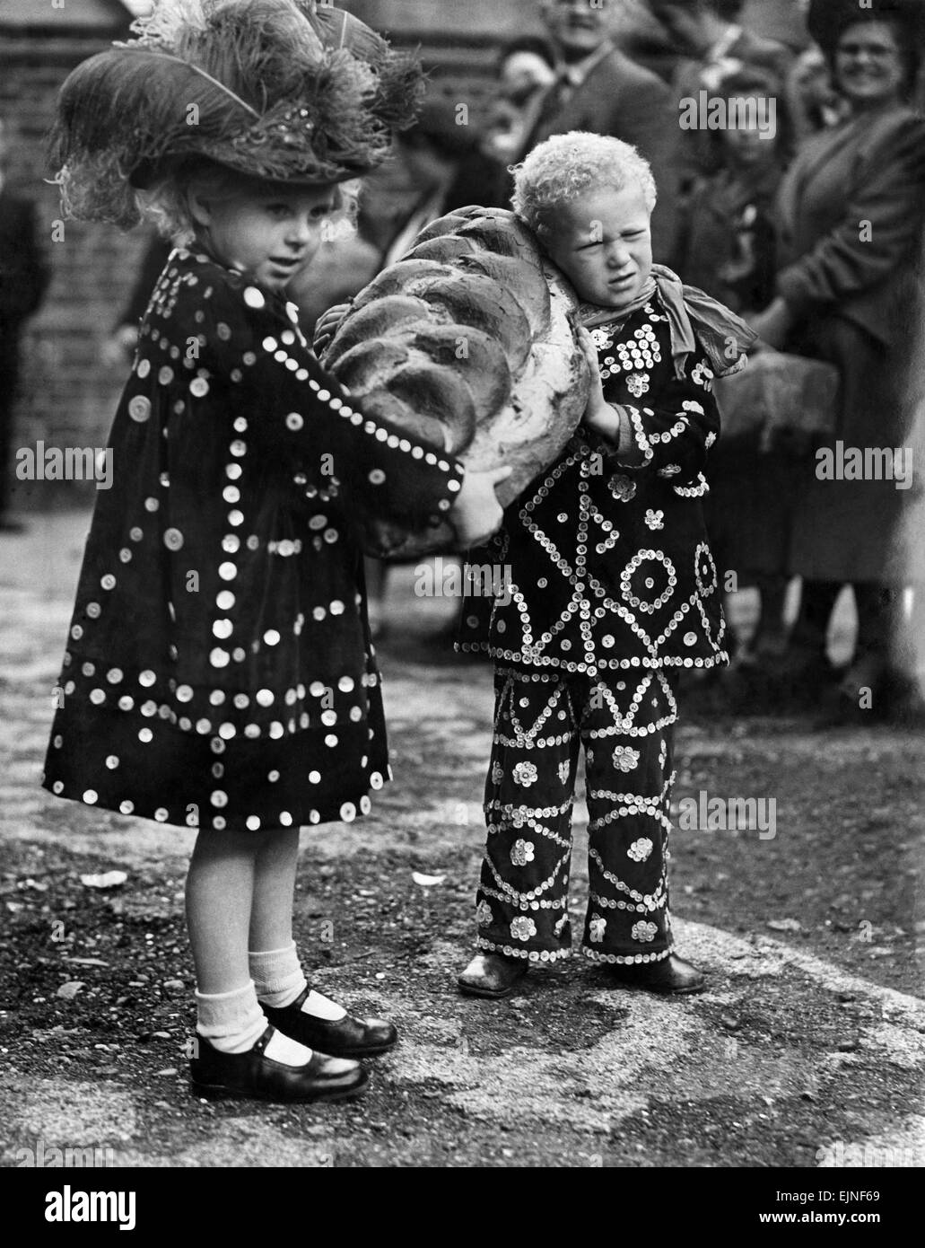 London's Pearly Kings and Queens, Princes and Princesses, with their children went to the Costers Cathedral, - Stock Image