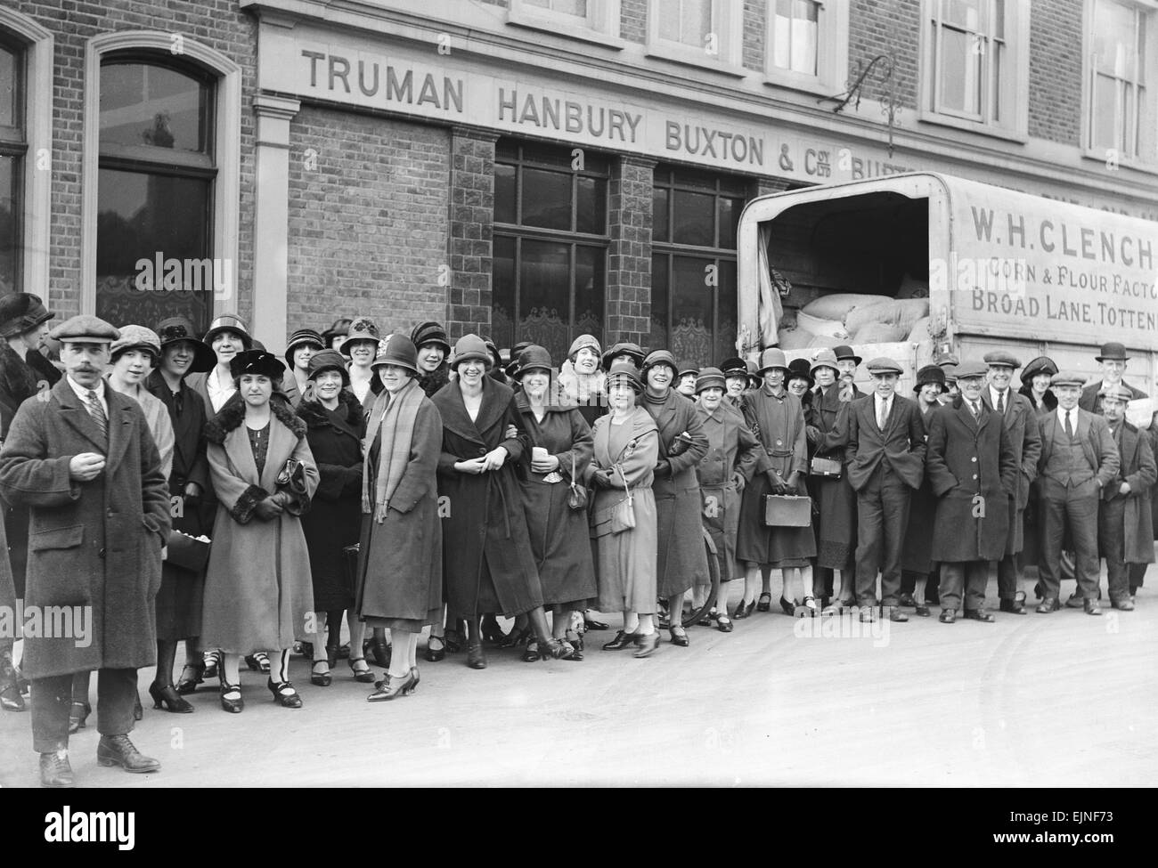 Commuters waiting for buses and make shift public transport to get home from work, seen here at the Bank in Mansion - Stock Image