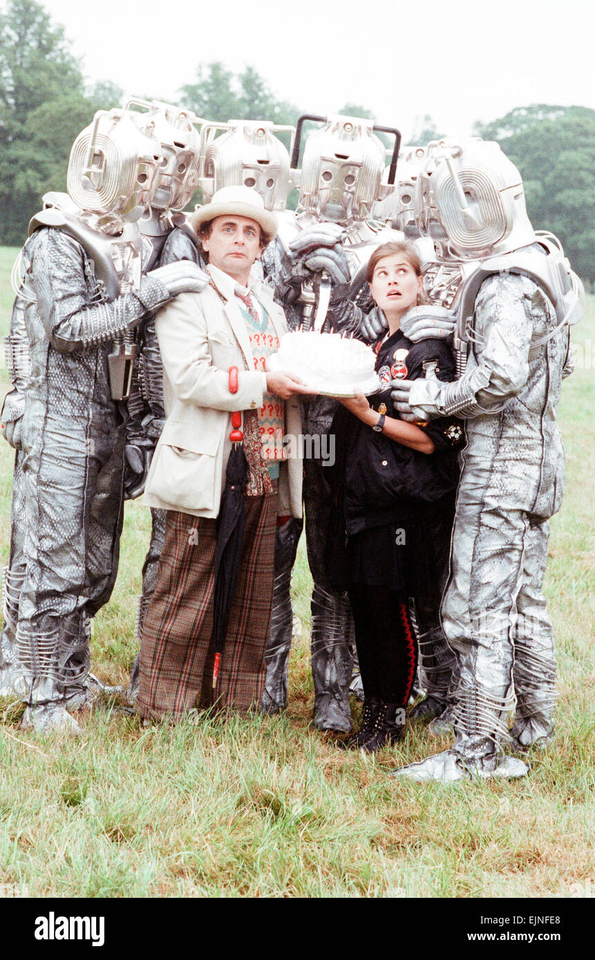 Sylvester McCoy as the Doctor and Sophie Aldred as Ace seen here on location near Arundel with the Cybermen during - Stock Image