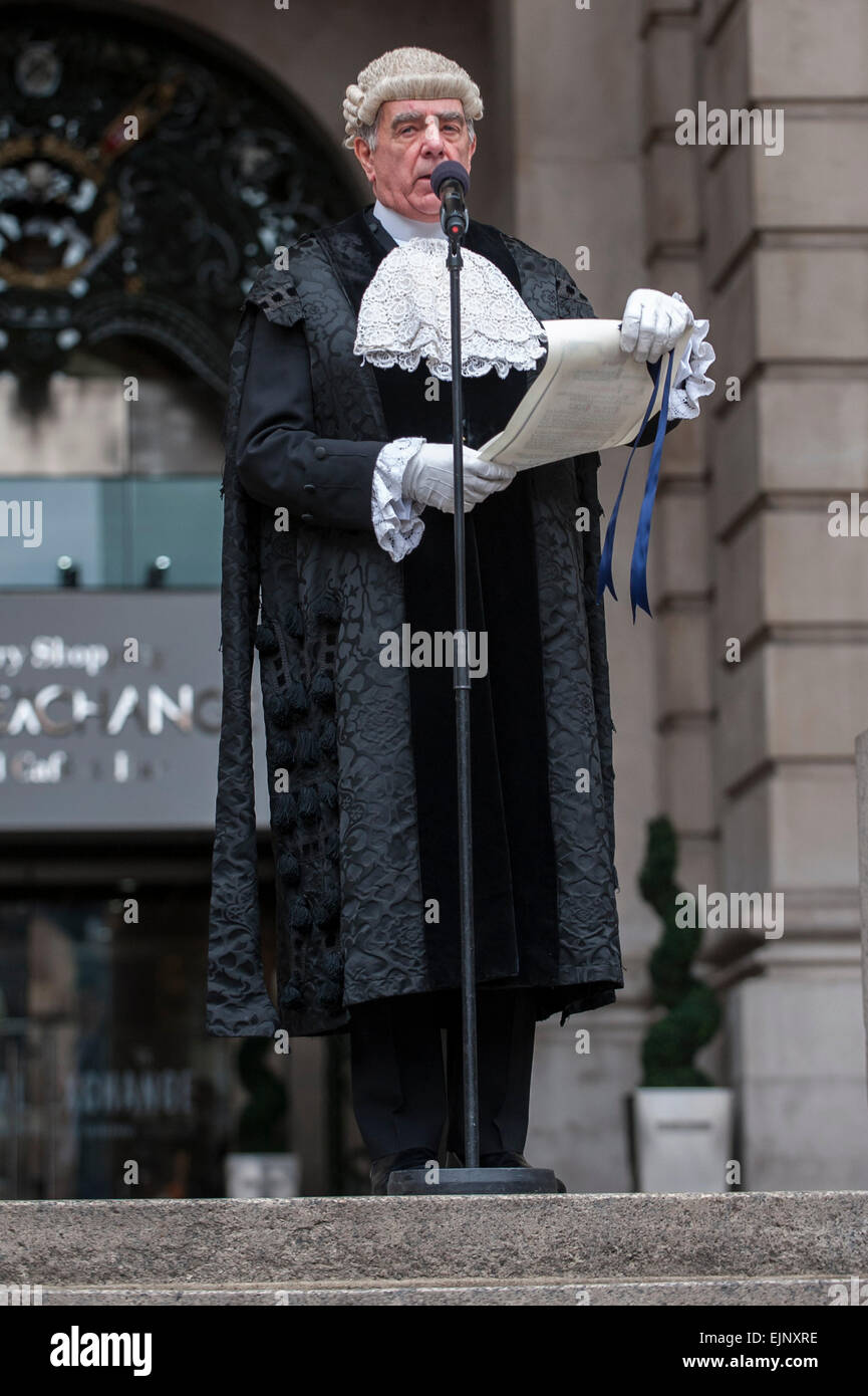 London, UK. 30th March 2015. Following the dissolution of Parliament earlier today, by tradition, the Common Crier - Stock Image