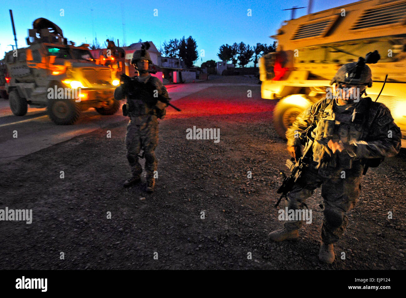 Security personnel from Provincial Reconstruction Team Zabul depart for the Zabul Provincial Hospital after an improvised - Stock Image