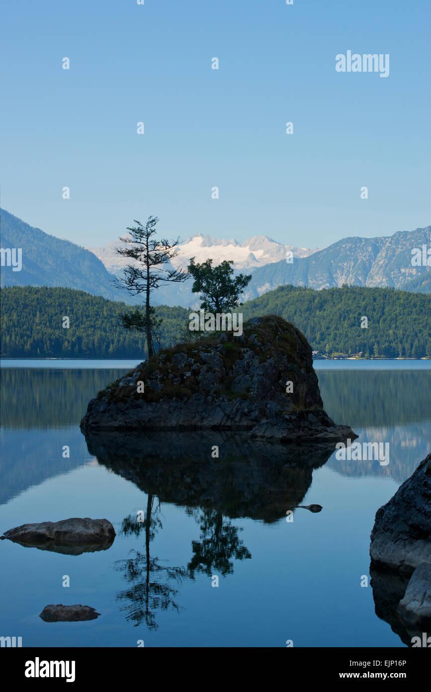 Blick von der Seewiese zum Dachsteingletscher, Altaussee, Salzkammergut, Styria, Austria - Stock Image