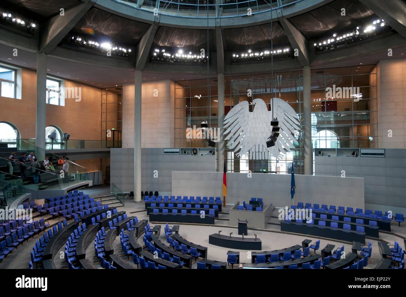 Deutscher Bundestag,  leerer Plenarsaal mit kleiner Besuchergruppe Berlin, Deutschland, Europa | Bundestag, Parliament Stock Photo