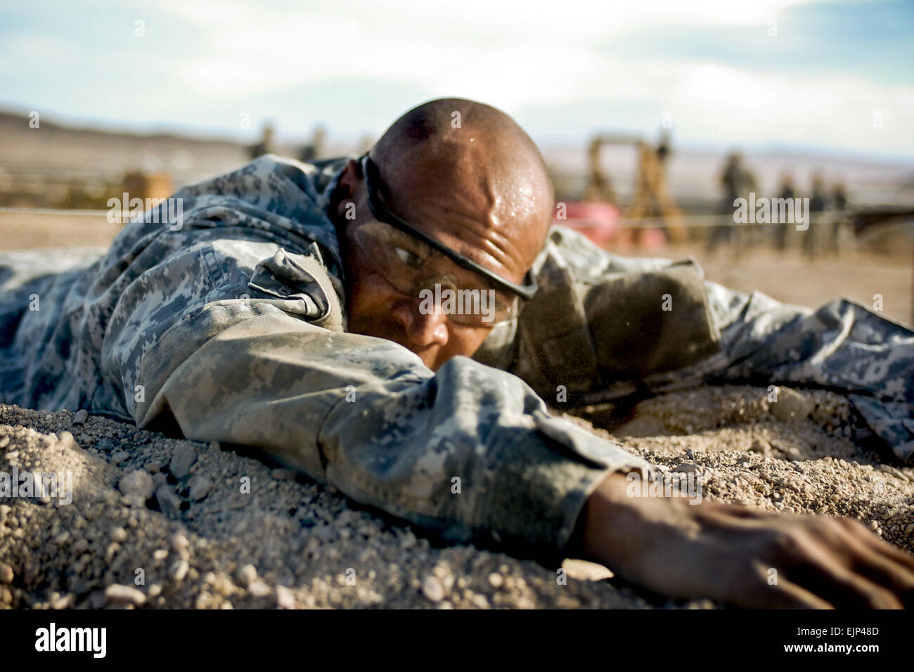 U.S. Army Sgt. 1st Class Christopher Black, a candidate for the U.S. Army Rangers, pulls himself out from under - Stock Image