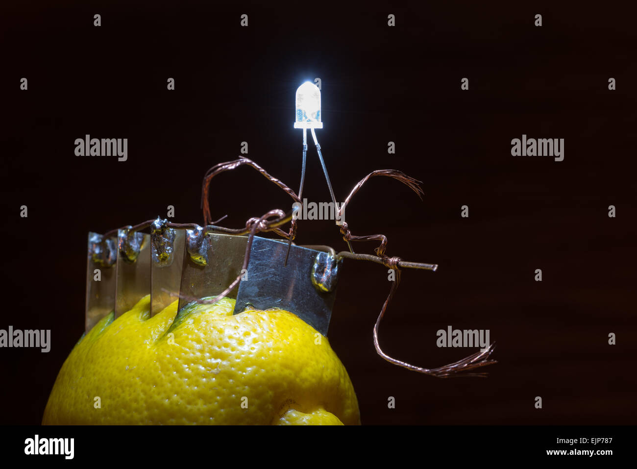 Energy Free Bulb Circuit Question About Wiring Diagram Of Light Alternative Source Electrical Current Lemon Provides Stock Photo 80393943 Alamy Vhs R Pdf