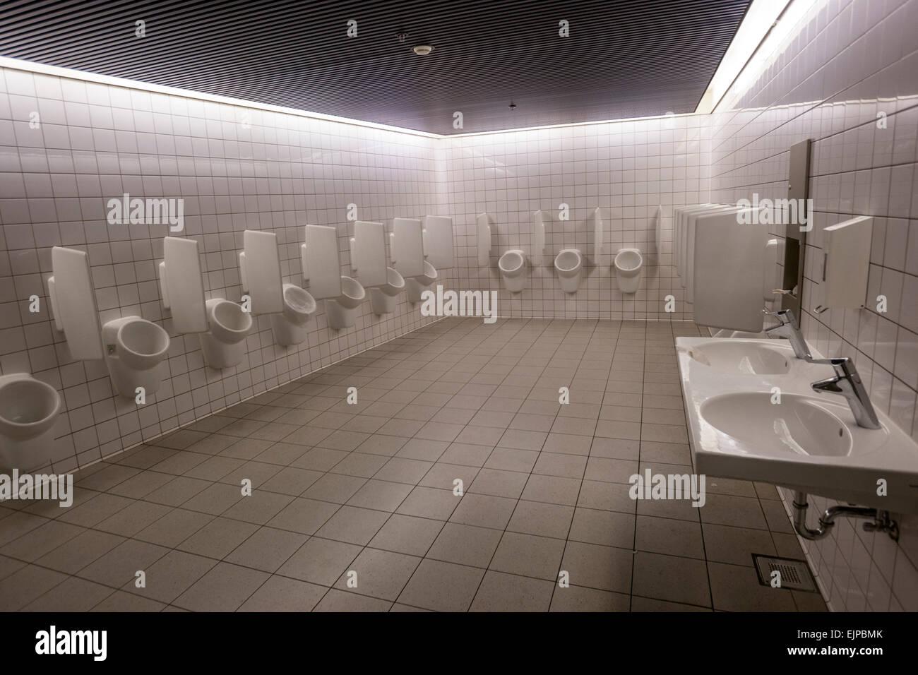 Schiphol plaza mens toilets