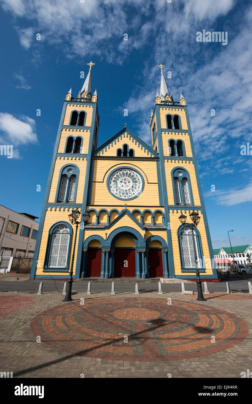 https://c8.alamy.com/comp/EJR4RR/the-roman-catholic-diocese-of-paramaribo-a-fine-example-of-wooden-EJR4RR.jpg