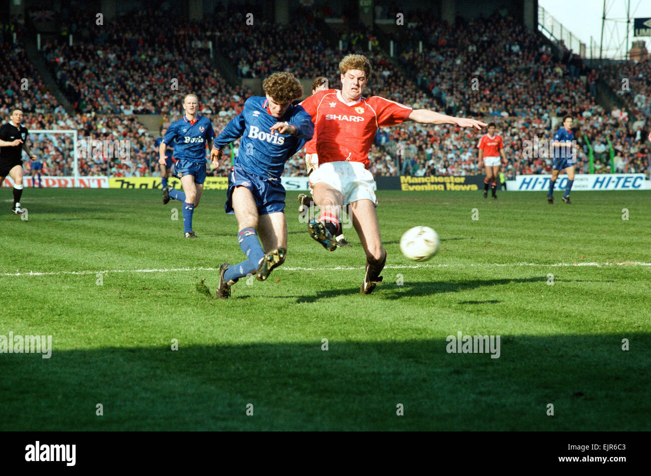 Ian Marshall on the ball. FA Cup. Manchester United 3 v Oldham Athletic 3. 8th April 1990 - Stock Image