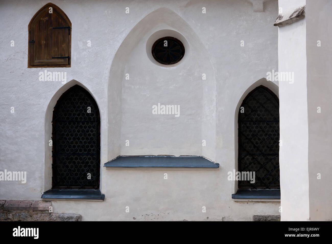 gotische Fenster der Pfarrkirche St. Paul in Bad Aussee, Styria, Salzkammergut, Ausseerland, Austria Stock Photo