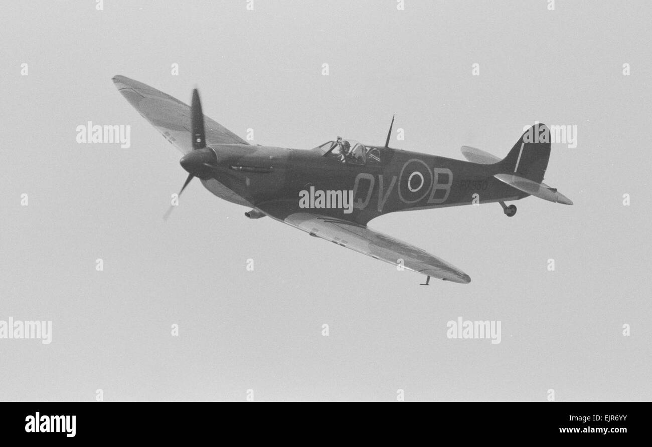 Supermarine Spitfire Mk IIa P7350 is the oldest airworthy Spitfire in the world and the only Spitfire still flying - Stock Image