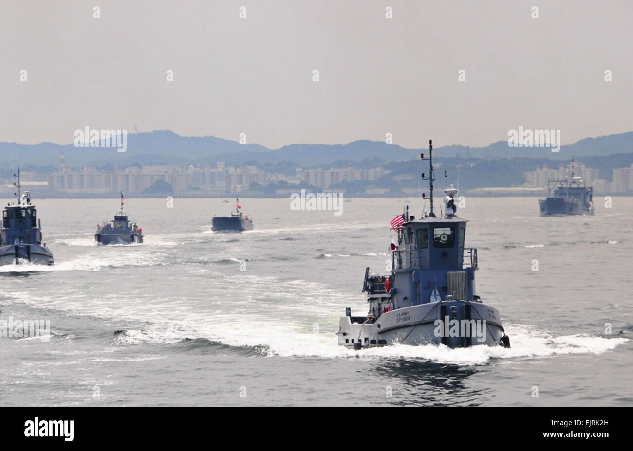 Photos by: Corey Horn, AMC G3 APS Operations  Underway convoy - Army Vessel ST-904 Green Springs leads a waterborne - Stock Image
