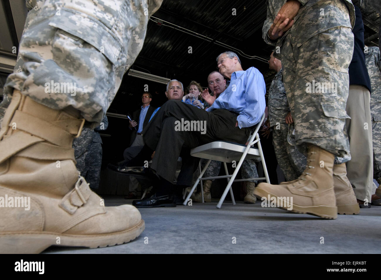 House Armed Services Committee Chairman Ike Skelton D-MO and fellow committee member Syvestre Reyes D-TX is giving - Stock Image