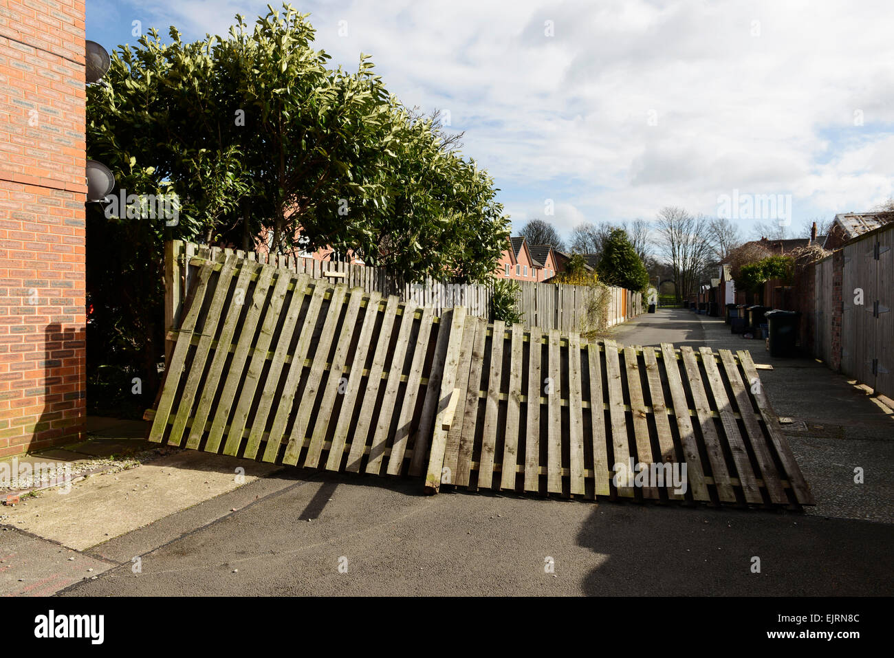 Chester, Cheshire, UK. 31st March, 2015. UK Weather: Very strong winds have damaged large wooden fence panels. Credit: Stock Photo