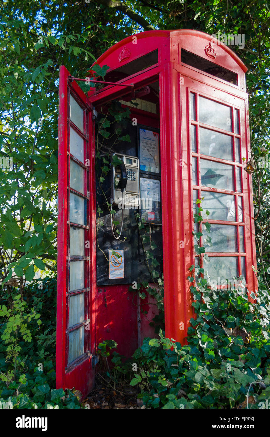Disused telephone kiosk - Stock Image