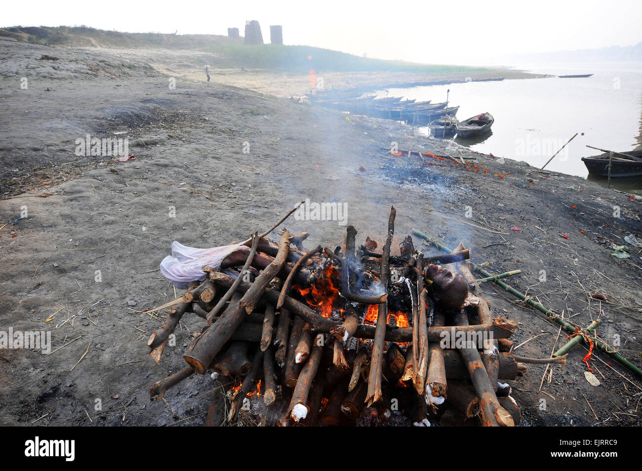Cremation by the banks of the holy Ganges. - Stock Image