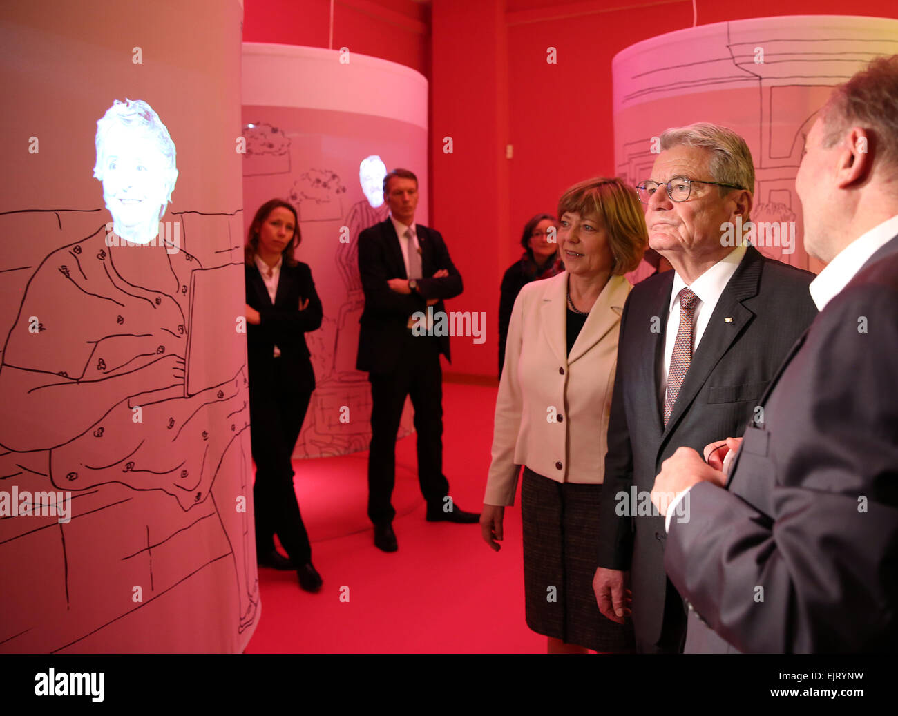 Berlin, Germany. 31st Mar, 2015. German president Joachim Gauck (C) and his partner Daniela Schadt (L) get a tour - Stock Image