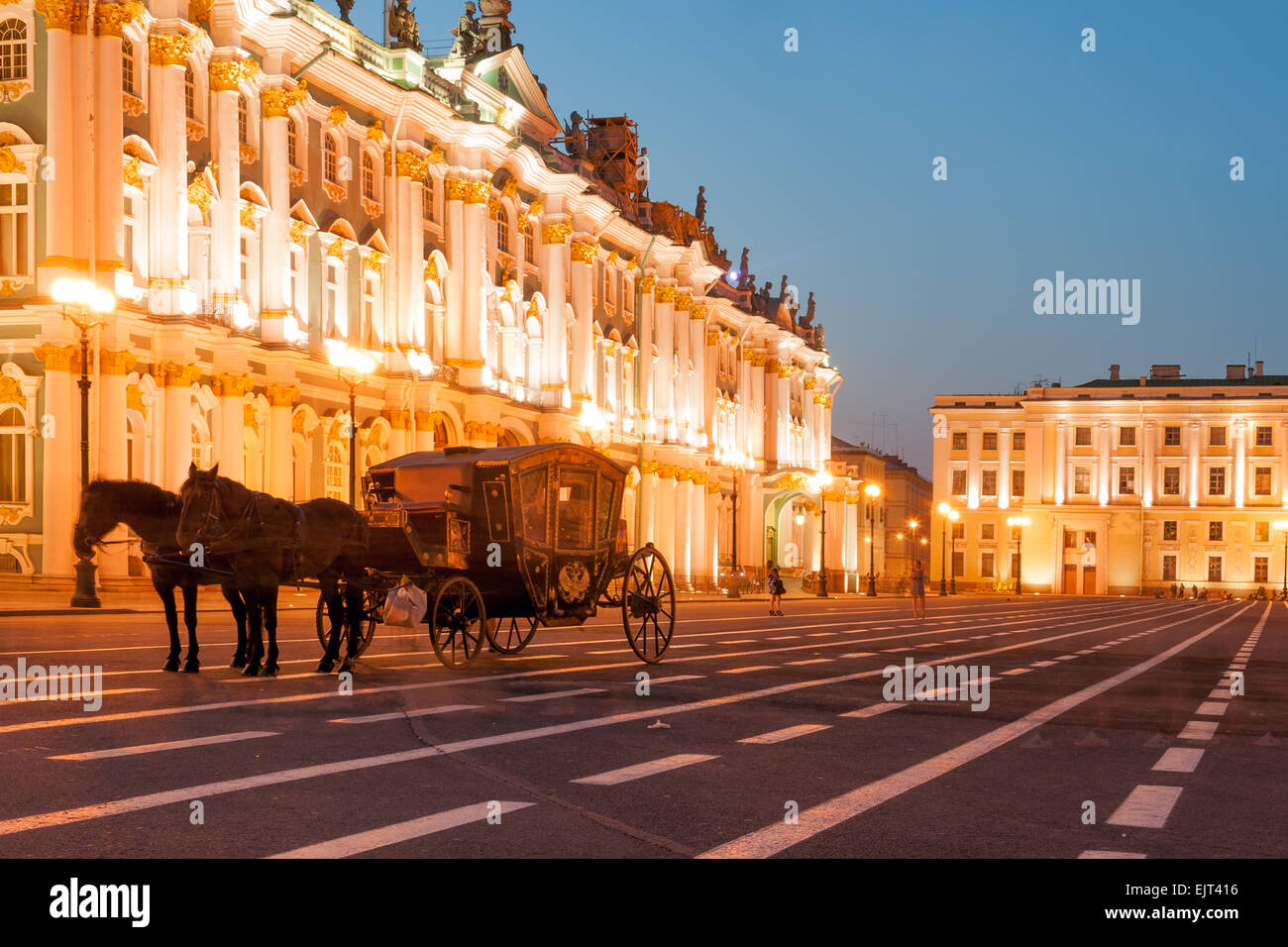 Horse-drawn carriage by the Winter palace on Palace square, Saint Petersburg, Russia - Stock Image
